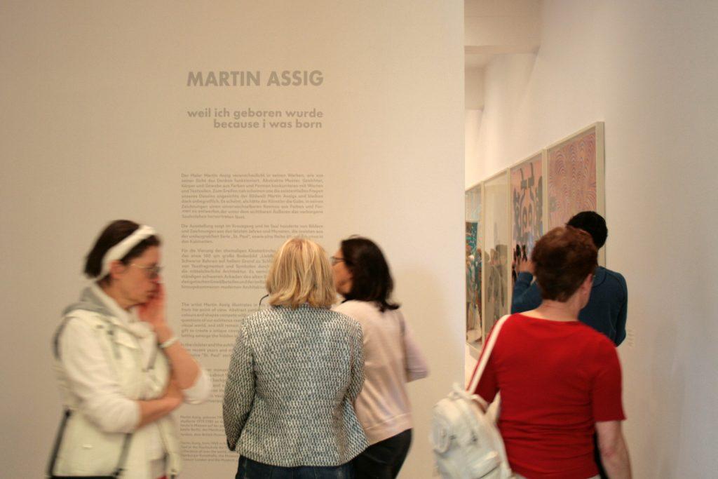 Eingang Ausstellung Martin Assig